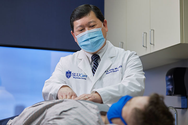 SLUCare surgeon Dr. Scott Wong Examines a Patient